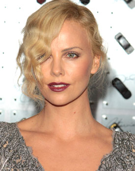 Charlize Theron – Old style glamour