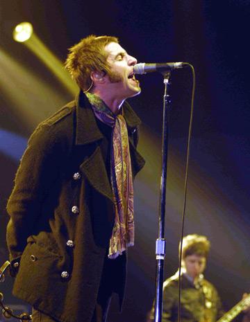 Liam Gallagher innebunit dupa jucarii sexuale