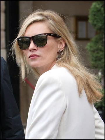 Kate Moss suparata pe Sienna Miller