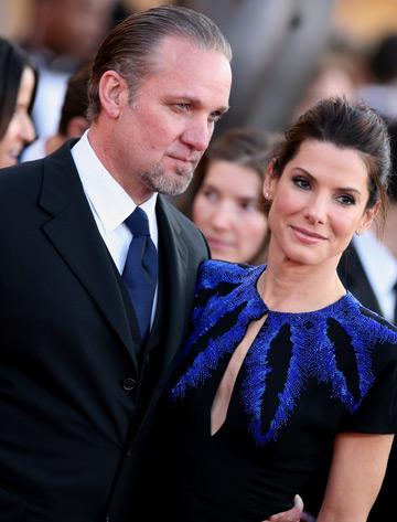 Sandra Bullock divorteaza de Jesse James