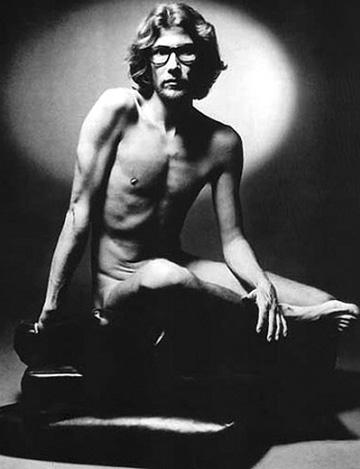 Fotografie cu nudul lui Yves Saint Laurent, scoasa la licitatie
