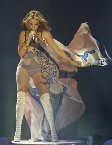 Kylie Minogue si-a donat costumele de scena unui muzeu