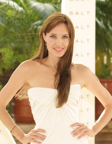 "Angelina Jolie are ""nevoie"" de Brad"