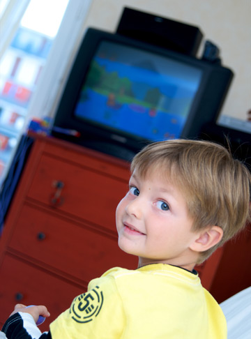 Privitul excesiv la televizor provoaca autism?
