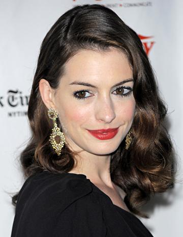 Anne Hathaway este prea increzatoare cand vine vorba de barbati