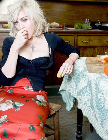 Madonna planuieste sa se mute in Anglia