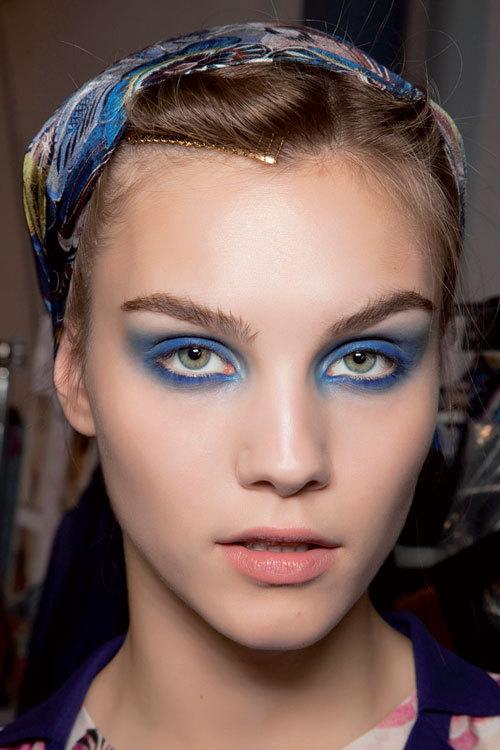 Tendinte machiaj: albastru