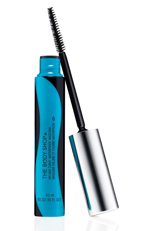 Noul Big & Curvy Waterproof Mascara de la The Body Shop