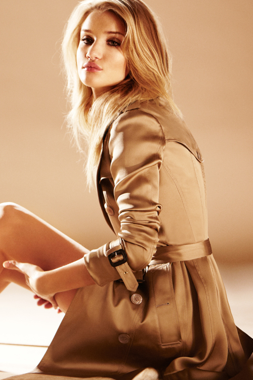 Rosie Huntington-Whiteley, imaginea noului parfum Burberry Body