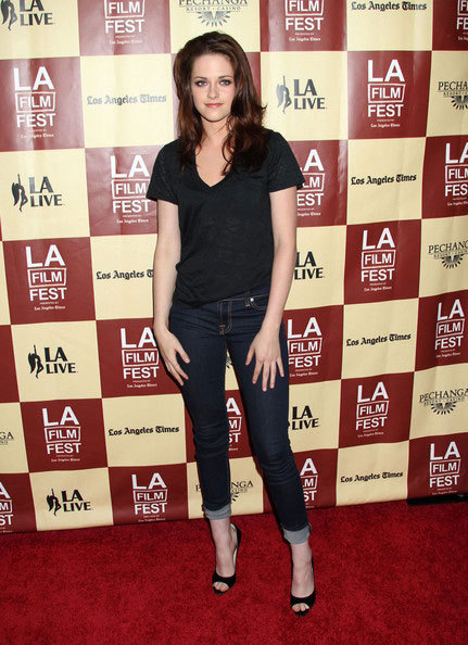 Kristen Stewart si-a donat pantofii in scopuri caritabile