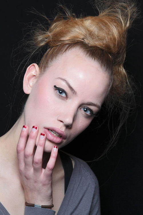 Tendinte manichiura toamna iarna: unghii bicolore