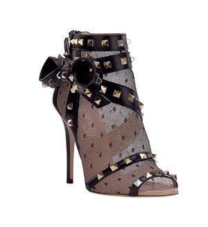 Valentino lanseaza Timestrings, o colectie speciala de pantofi