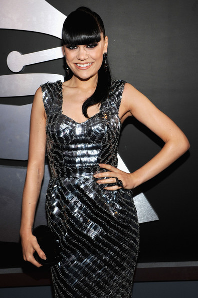 Jessie J isi scrie autobiografia