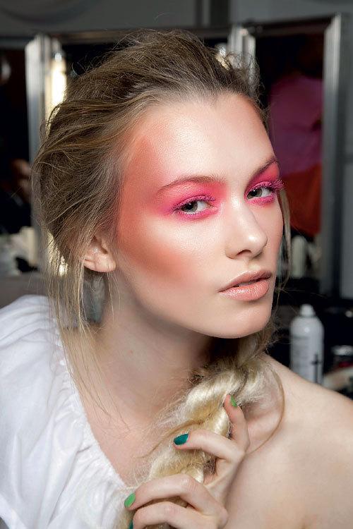 Tendinte beauty primavara vara: Colorama