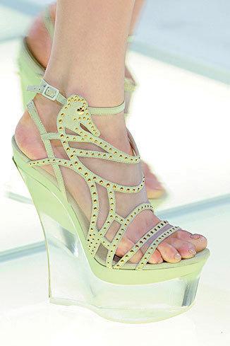 Fashion trend: Plexi shoes