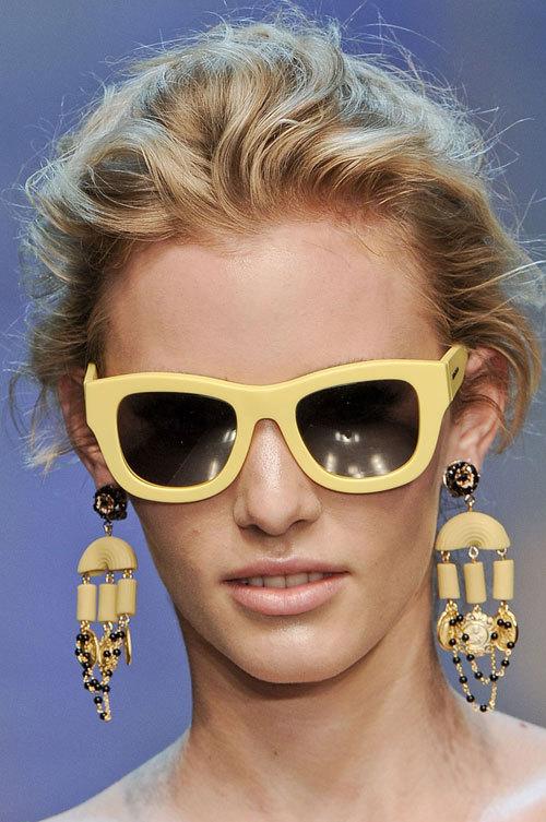 Tendinte moda primvara vara: ochelari de soare colorati