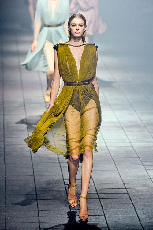 Tendinte moda primavara-vara: materiale transparente