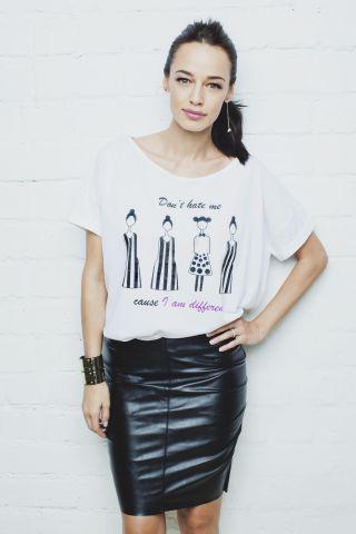 Andreea Raicu lanseaza o noua colectie de tricouri