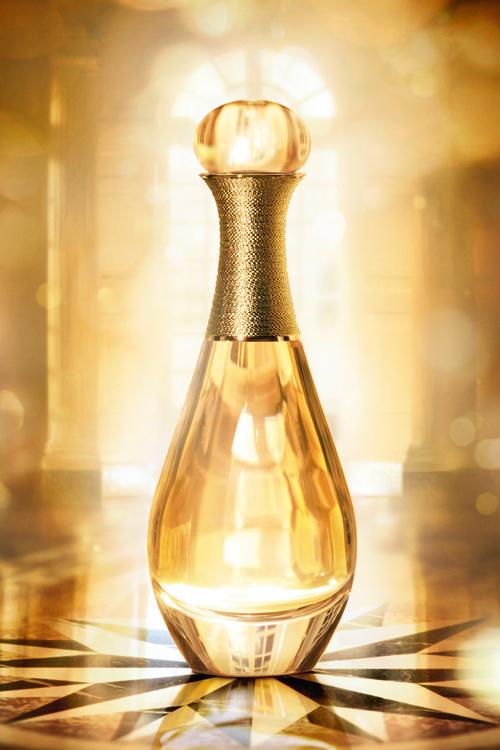 Noul J'adore L'Or, Essence de Parfum, de la Dior