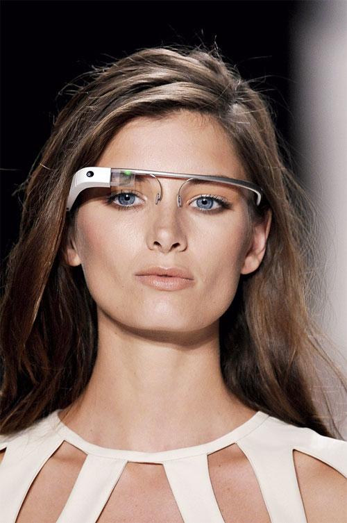 Google glass: ochiul magic prin care vom vedea lumea