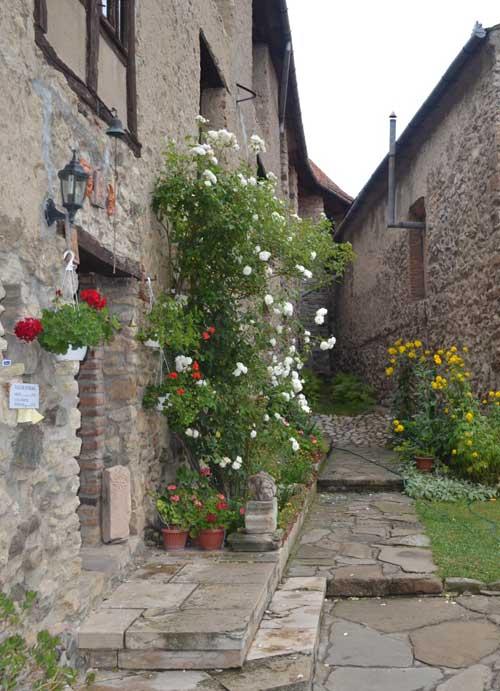 Recomandare de weekend: O noapte la castel cu vinars si slana