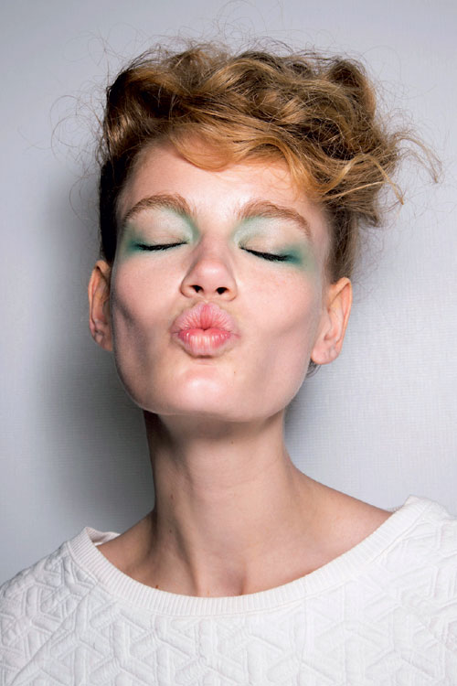 ELLE BEAUTY: MAke-up: Controverse si directii noi