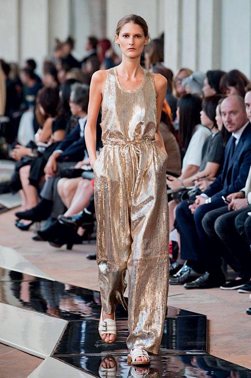 Tendinte moda primavara vara: aspect metalic