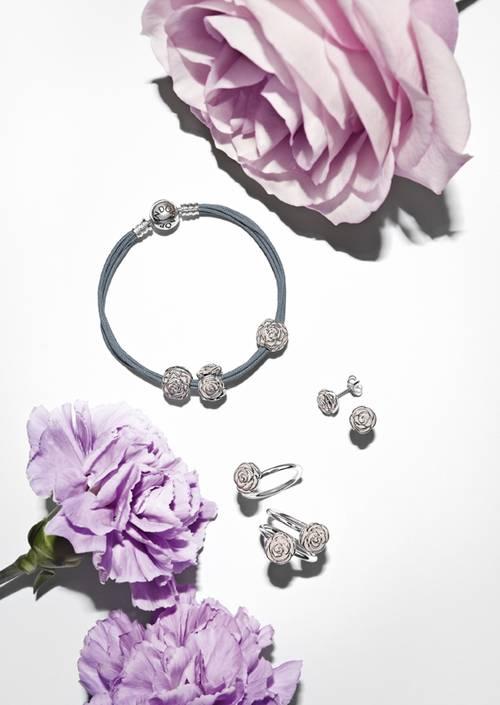 Sarbatoreste Ziua Mamei cu bijuteriile PANDORA!