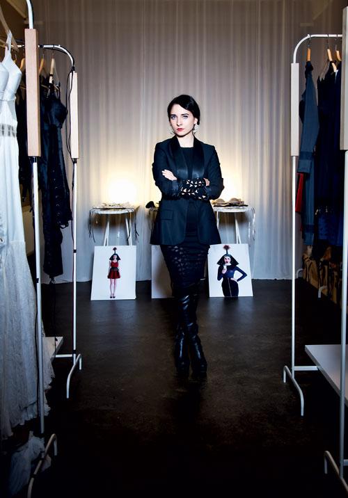 Backstage: Designeri romani in atelierele lor