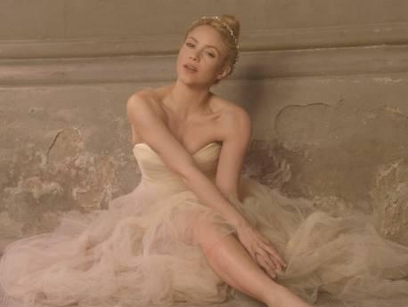 Shakira intr-o tinuta Maria Lucia Hohan in ultimul videoclip!