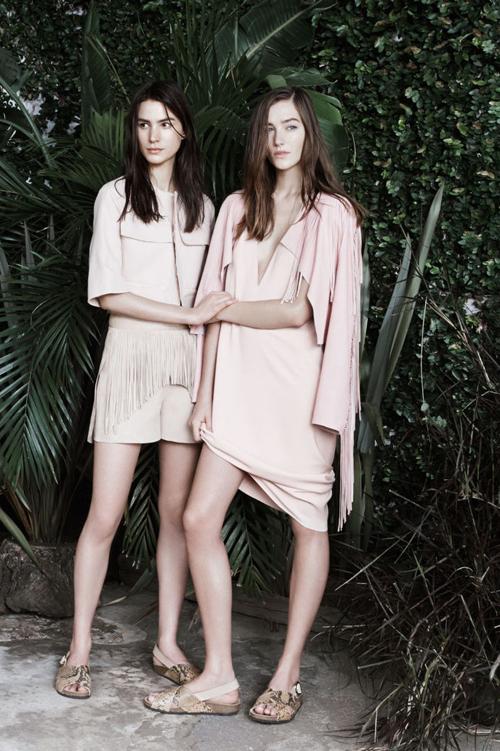 Veste buna pentru fashioniste: Zara a lansat magazinul online in Romania