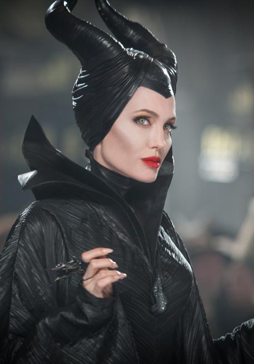 """Concurs: Castiga 5 invitatii duble la filmul """"Maleficent""""!"""