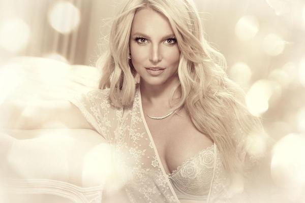 Britney Spears va lansa o colectie de lenjerie intima