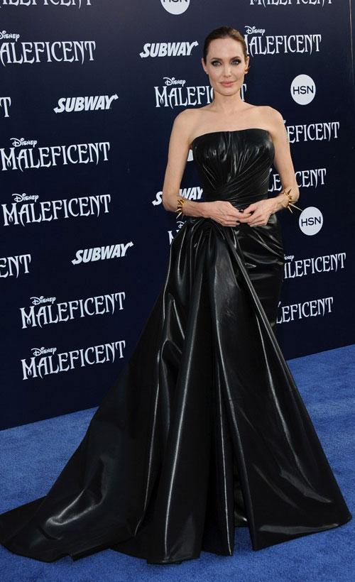 """Exclusiv: Angelina Jolie – despre Brad Pitt, familie si planuri de nunta + rolul provocator din """"Maleficent"""""""