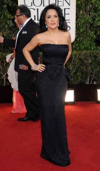 Star Style: Salma Hayek in 10 tinute stylish pe covorul rosu