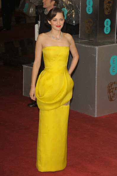 Star Style: Marion Cotillard in 10 tinute french-chic pe covorul rosu