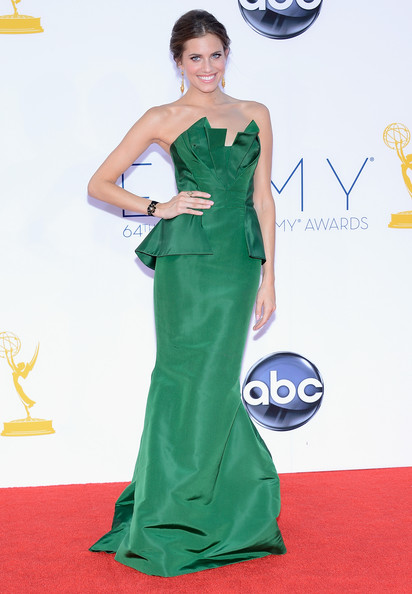 Star Style: 10 tinute iconice semnate de Oscar de la Renta pe covorul rosu