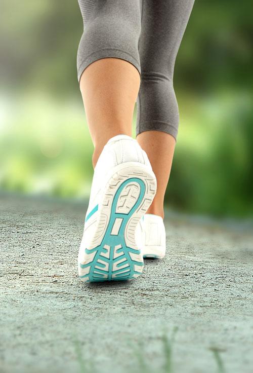 4 moduri de a arde calorii in timpul mersului