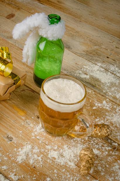 Cina de Anul Nou? Savurăm o bere alături de prieteni.