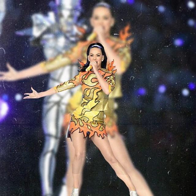 Katy Perry si tinutele purtate la Super Bowl!