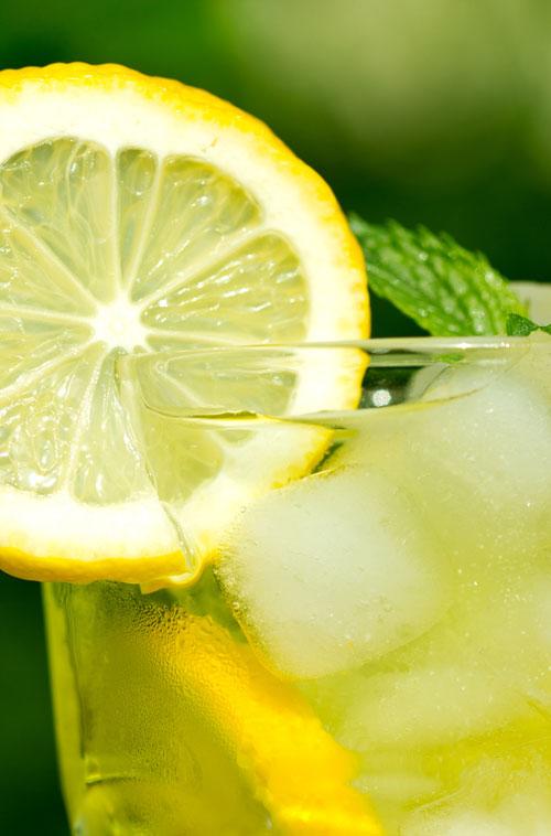7 motive intemeiate pentru care trebuie sa bei apa cu lamaie