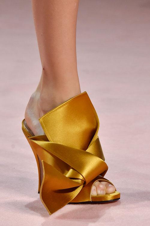TOP 15 Cei mai sexy pantofi si sandale din noul sezon
