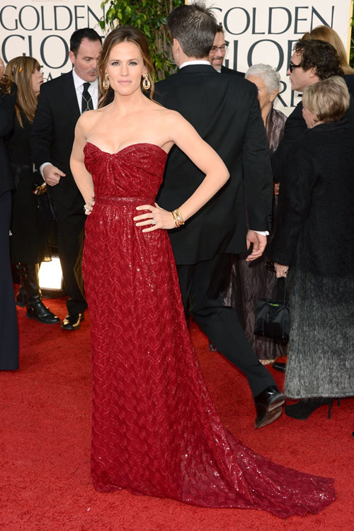 Star Style: Jennifer Garner in 10 tinute stylish pe covorul rosu