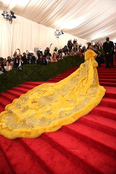 MET GALA 2015: TOP 10 Cel mai bine imbracate celebritati pe covorul rosu