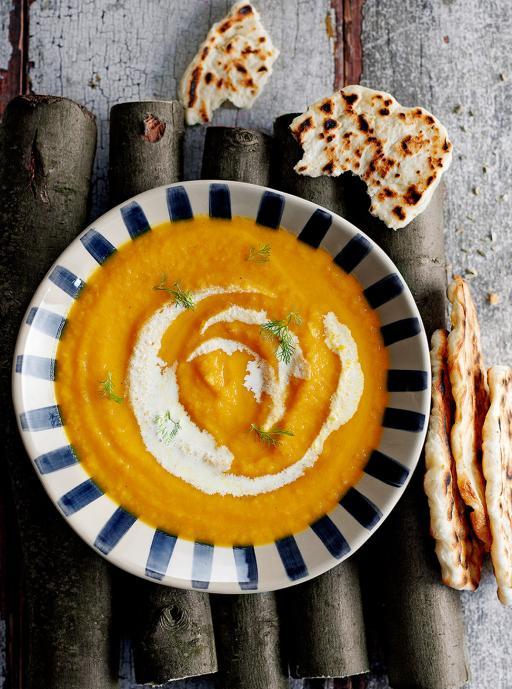Supa din morcovi copti si fenicul cu focaccia