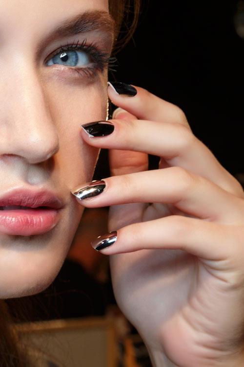 Beauty tips: cum sa indepartezi lacul de unghii fara sa folosesti acetona