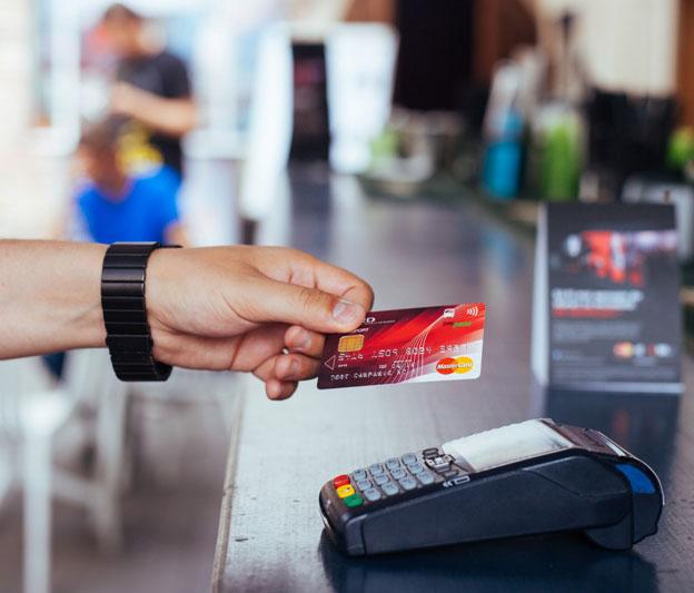 MasterCard-Contactless_credit-foto-Adi-Bulboaca_1