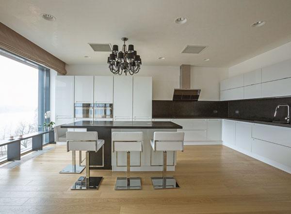 Un penthouse spectaculos, cu decor natural