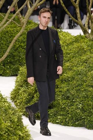 Raf Simons paraseste Christian Dior