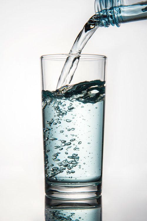 De ce trebuie sa bei apa dimineata, pe stomacul gol